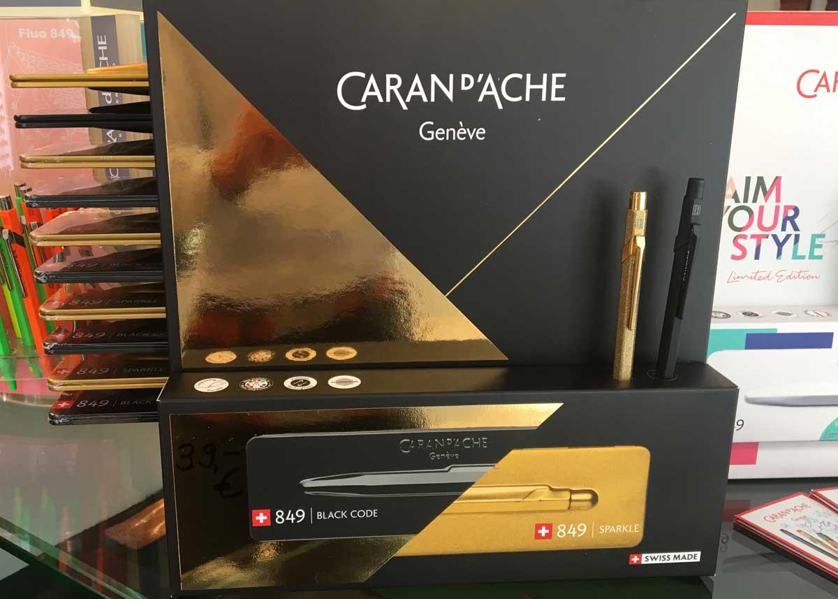 Caran d'Ache - 849 - Kugelschreiber - 2019 - schwarz gold